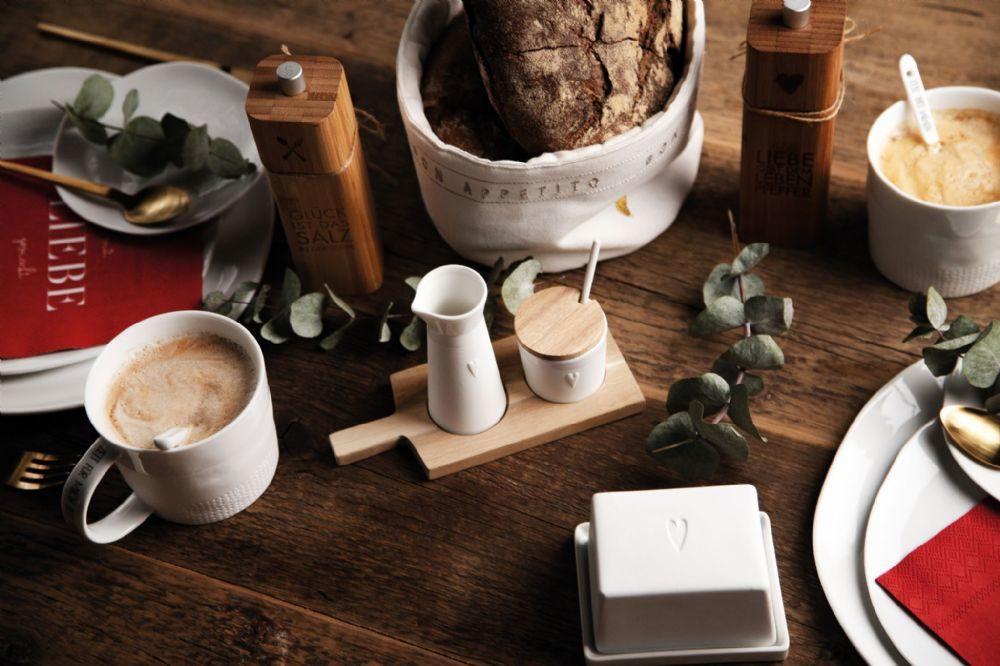 porcelain-milk-sugar-on-acacia-wood-board-by-rader-r-der-design-1163-1-p[ekm]1000×666[ekm]